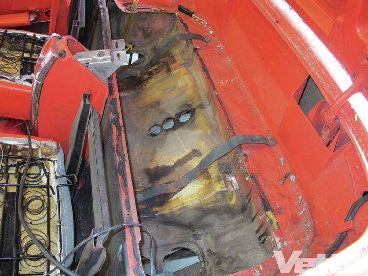 vemp-1303-09-corvette-central-deluxe-gas-tank-kit-body-below-tank