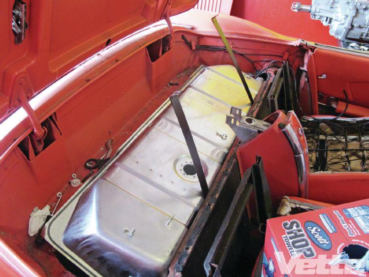 vemp-1303-16-corvette-central-deluxe-gas-tank-kit-hold-down-straps