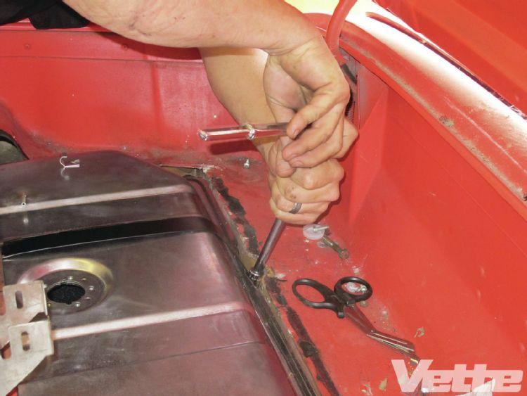 vemp-1303-17-corvette-central-deluxe-gas-tank-kit-retaining-straps-installed