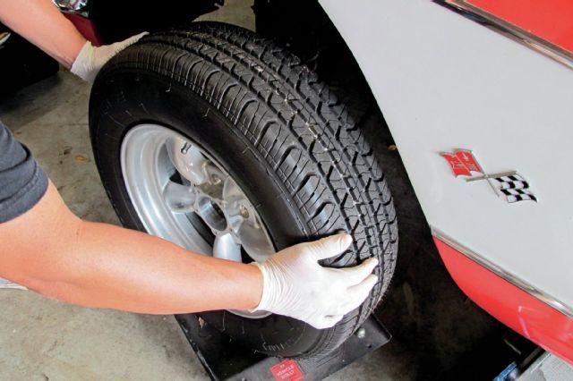 1958-chevrolet-corvette-remove-front-wheels-3