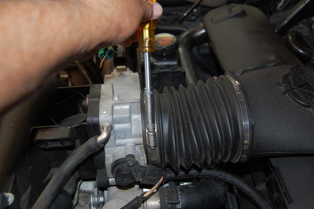 C5-Oil-Pressure-Sensor-Replacement-04